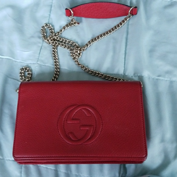 67dd3eea479 Gucci Handbags - Authentic Gucci soho wallet in chain